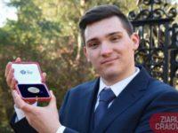Un tânăr din Ghidici face furori în Marea Britanie, după ce a fost premiat de regina Elisabeta a II-a pentru rezultate excelente la învăţătură