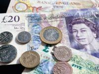 Lira sterlină s-a prăbușit în raport cu euro și dolarul, după ce Theresa May a cerut amânarea Brexitului