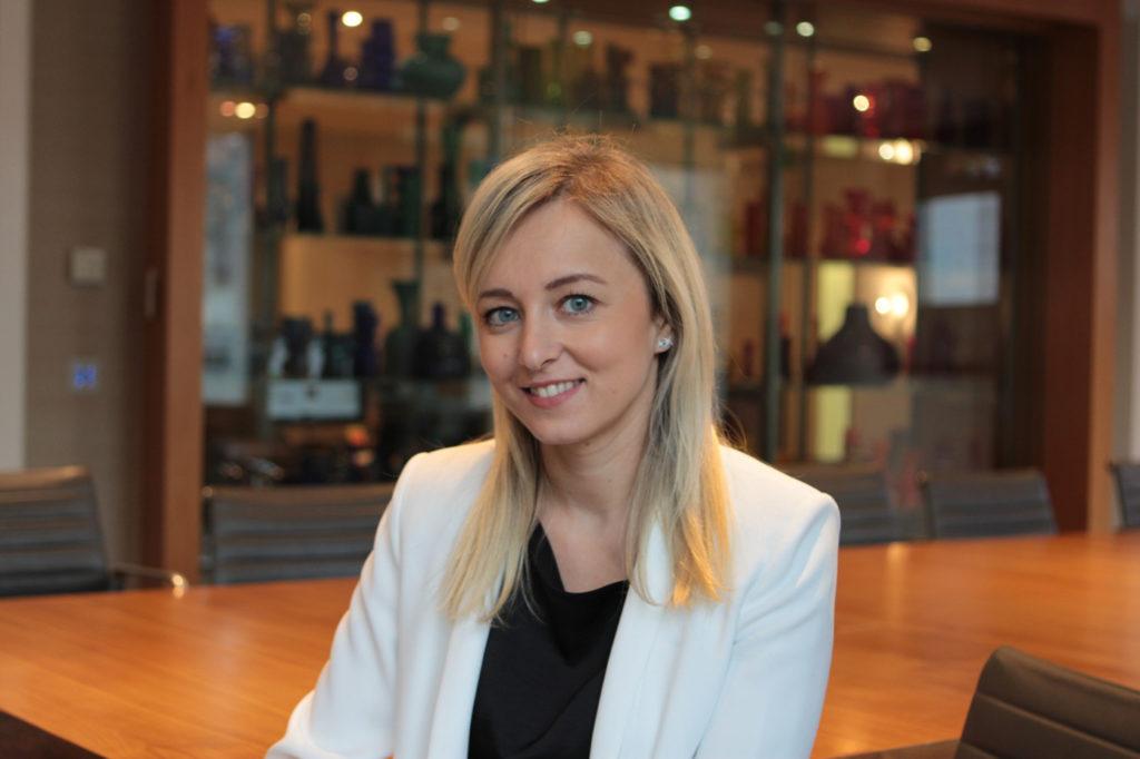 O româncă medic chirurg ajunge la conducerea unui mare fond de investiţii din Marea Britanie, Londonezul - Romani in UK