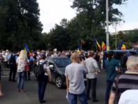 Protest în Piaţa Victoriei faţă de restricţiile cerute de premierul Ludovic Orban