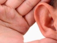 Primul pacient care și-a pierdut auzul din cauza COVID-19, în Marea Britanie