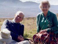 Poza publicată de Casa Regală, la dorința reginei, înainte de înmormântarea prințului Philip