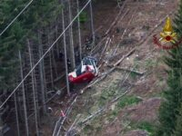Primele imagini cu telecabina prăbușită în Italia