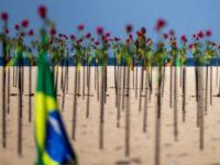 Plaja Copacabana a fost acoperită cu trandafiri roșii în memoria victimelor pandemiei COVID