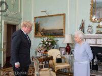 Prima întâlnire fizică a Reginei Elisabeta a II-a și prim-ministrului Boris Johnson, de când a început pandemia de coronavirus