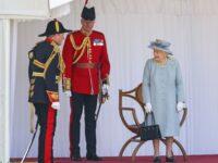 Celebrarea oficială a zilei de naştere a reginei Elisabeta a II-a, marcată printr-o paradă militară restrânsă la Windsor