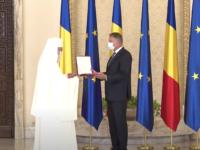 """Patriarhul Daniel, decorat de Iohannis cu Ordinul Naţional """"Steaua României"""" în grad de Colan"""