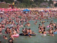 Românii au luat cu asalt plajele de la Marea Neagră