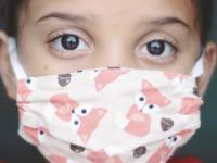 Măștile de protecție din material textil, interzise în școlile din România